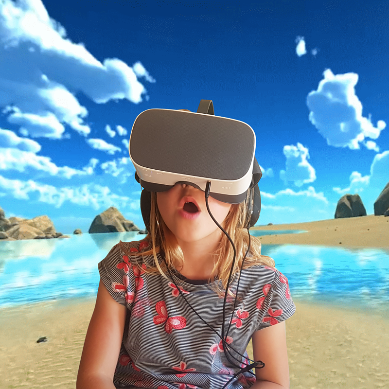 DR.VR Junior girl on beach